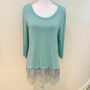 Logo 3/4 sleeve tunic top with lace trim